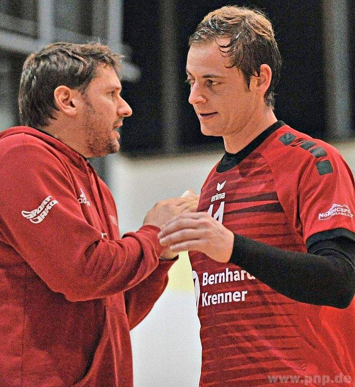 Besonders gefordert: Die Liberos Benedikt Glas (rechts) und Markus Janda (Spielertrainer). −Foto: Sven Kaiser