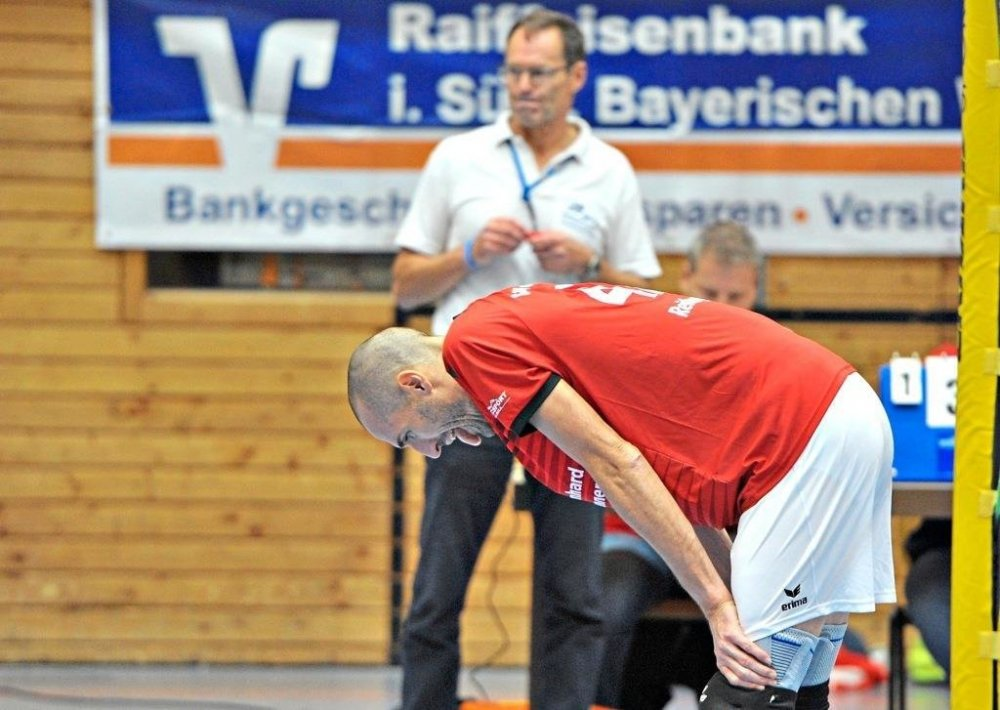 14 Punkte aus zehn Spielen – das reichte gerade noch, damit Werner Reitberger und die SG Bayerwald Volleys auf einem Nichtabstiegsplatz stehen. Zufriedenstellend ist diese Bilanz jedoch nicht. −Foto: Sven Kaiser